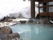 ■八右衛門の湯【露天風呂】冬イメージ。雪景色の露天風呂をお楽しみください。