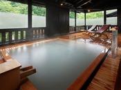 ■貸切風呂【山の恵み湯】檜の湯船で贅沢な時間を。(収容人数:7名様) ※有料