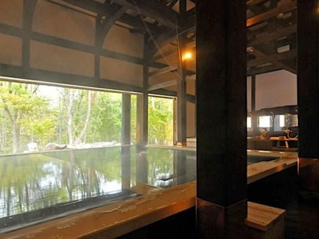 江戸時代の古民家を復元した温泉施設「古民家の湯」。源泉かけ流しの温泉はお肌がツルツルになると評判です。都会の喧噪を忘れてゆったりとお過ごしください。