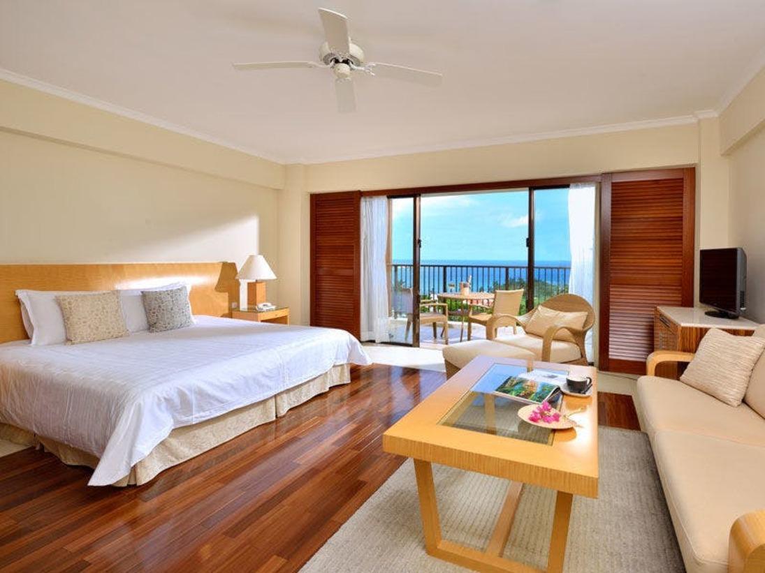【クラブデラックス】ベッドルームとバスルームの境を取り払い、開放感と明るさ、ゆとりの広さを提供。