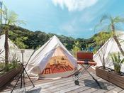 可愛いらしい客室はそのままにグランピングテントを設置。ベッドは1階に2つ、ロフトに2つのお部屋です。