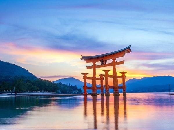 厳島神社の大鳥居 現在は令和の大改修中