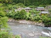 *【外観】日高川が目の前の自然に囲まれた好立地。