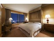 【ラグジュアリーフロア】最上階34階 エグゼクティブスイート ベッドルーム ※画像はイメージです ●広さ:75平米 ●ベッド:幅200cm × 長さ206cm 1台