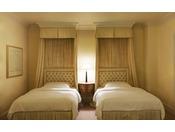 【ラグジュアリーフロア】最上階34階 クラウンスイート ベッドルーム ※画像はイメージです ●広さ:111平米 ●ベッド:幅140cm × 長さ206cm 2台