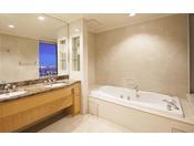【ラグジュアリーフロア】最上階34階 エグゼクティブスイート バスルーム