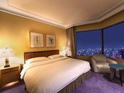 【ラグジュアリーフロア】最上階34階 シニアスイート ベッドルーム ※画像はイメージです ●広さ:60平米 ●ベッド:幅200cm × 長さ206cm 1台