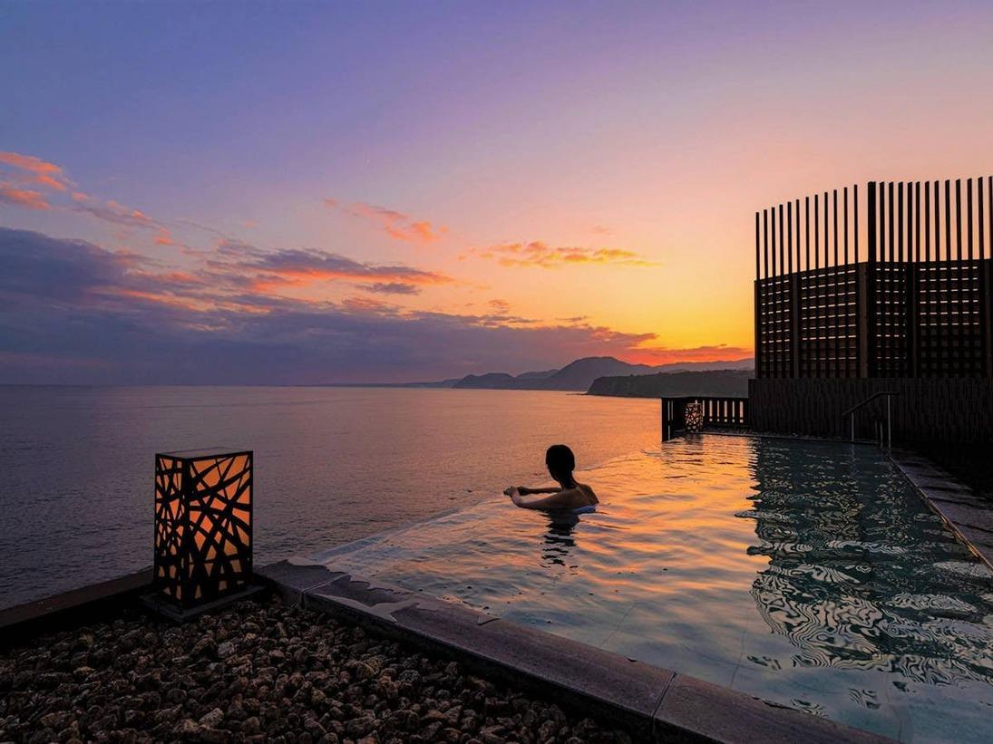 露天風呂「蒼空Sora」オレンジ色に染まる夕陽を見ながら