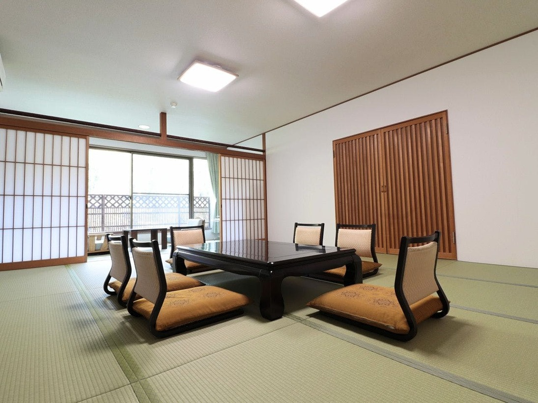 西館15畳【バス・トイレ付】広々15畳の純和風のお部屋。3世代のご旅行にもおすすめのお部屋です。