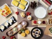 朝食ブッフェ ~デザートイメージ~ プチケーキ・アイスも数種類。