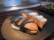 朝食ブッフェ ~焼き魚~ 焼き鮭や焼き鯖など、朝の定番「焼き魚」もご用意