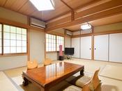 *【和室12畳】山側の眺望を楽しめる6畳2間のゆったりした和室です。