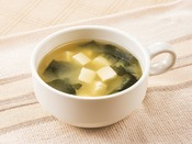 「テアニン味噌スープ」天然成分「テアニン」を配合したハーブ風味の味噌スープ。朝の目覚めに最適です。