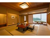 12.5畳の和室に前室、広縁、お召し替えの間がついた合計61平米の純和室。