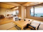 飛島館suite 専用露天風呂付和洋室和室にリビングと露天風呂がついた、合計85平米の広々スイート無垢の木の床が素足に気持ちいい、和モダンな雰囲気です。伊勢の海を見渡せる露天風呂で、至福の時をお過ごしください。※写真は一例です。客室により異なります。