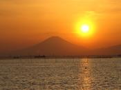 ホテルから見る富士山の夕景です。冬の空気が澄んでいる日に見られます。