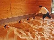 *【スパ棟:エステ・リラグゼーション「砂風呂」(一例)】※当面の間、営業休止となります。