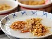 *【朝食バイキング(一例)】おかゆもご用意。お好みの味付けでお召し上がりください