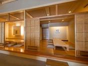 *【和食処 三日月亭 客席(一例)】プライベート空間で気兼ねなくお召し上がりいただけます。