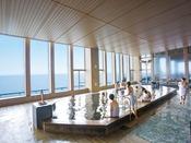 *【富士の湯:展望大浴場 内湯】窓越しに富士山を眺めることのできる「乙女の湯」。
