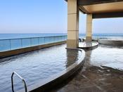 *【富士の湯:展望大浴場 外湯(一例)】海を一望できる「うみほたるの湯」。