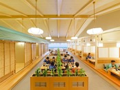 *【和食処 三日月亭 客席(一例)】広い店内は、解放感たっぷり。