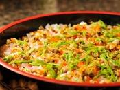 *【朝食バイキング(一例)】美味しいを混ぜ込んだ、彩りもきれいなちらし寿司♪