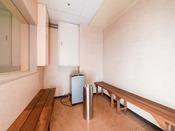 *【喫煙コーナー】お部屋は全室禁煙ですので、1階と4階に喫煙所を設けております。