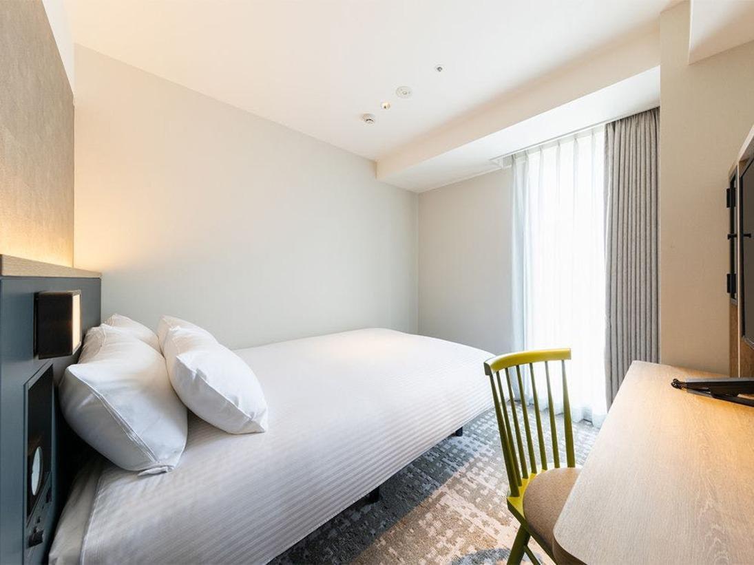 【客室】スーペリアシングル・部屋広さ…14m2・宿泊人数…1~2名・ベッド幅…140cm
