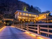 つり橋を渡れば、極上の家庭料理と温泉、癒しが待つ八景。自然に抱かれる休日をお過ごしください