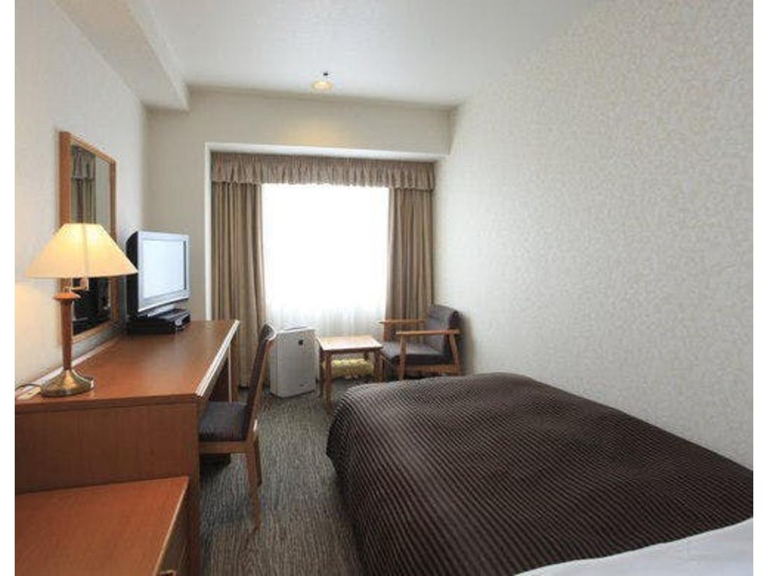 シングルルーム<禁煙/14.52~16.94平米>南側のお部屋では出世城「浜松城」、北側のお部屋からは天気がよければ富士山がご覧いただけます