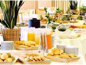 ■お好きなものをお好きなだけ楽しめるバイキング形式の朝食。