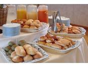 ■朝食バイキング一例/パンは種類豊富にご用意致しております