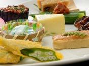 ■旬の食材をふんだんに使った見た目も美しい和食会席 (一例)