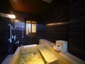 鶴温泉の源泉には硫黄泉はもちろん、単純温泉にも硫黄成分の硫化水素が含まれており、いかにも温泉らしい湯の香がほんのり漂ってきます。心地よい湯の香は「温泉のアロマテラピー効果」を発揮して、リラクゼーション効果を高めます