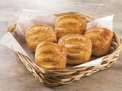 クリームやチョコレートなどを使用し、甘いものを食べたい方やお子様に人気のパンをご用意しています。