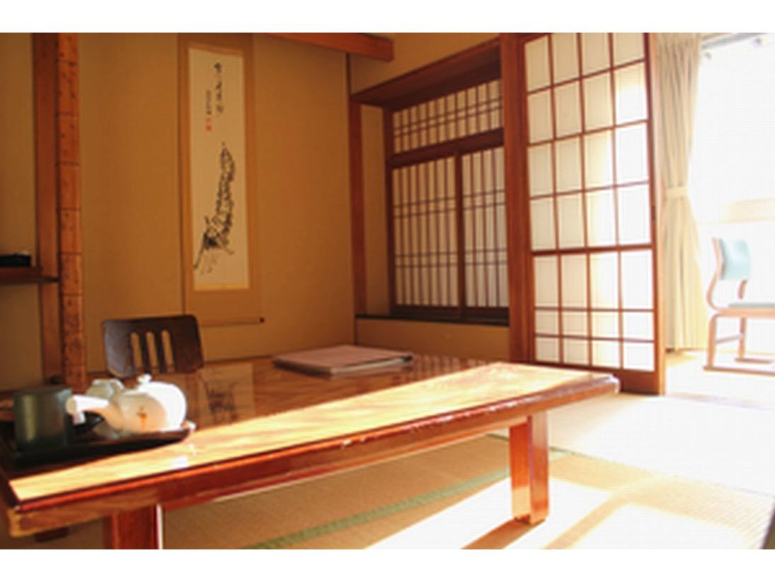 純和風の本館8畳のお部屋です。