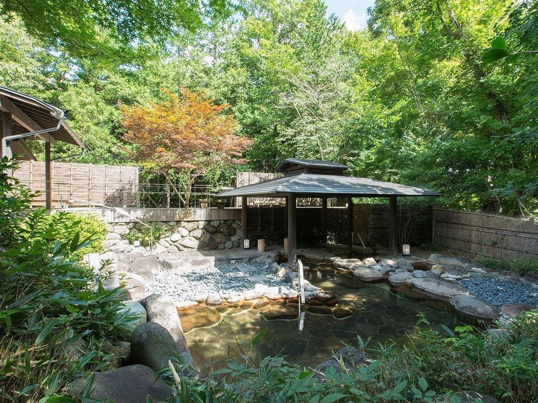 【竹織の湯】男性用大浴場露天風呂の初夏