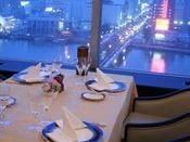 ◇スターライト◇信濃川と萬代橋の景色を眺めながらお食事をご堪能いただけます
