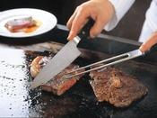 ◇つばき◇ブッフェで一番人気のサーロインステーキは、シェフがその場で焼き上げます