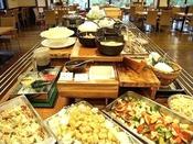 ◆バイキング夕食(ローストビーフが好評!)
