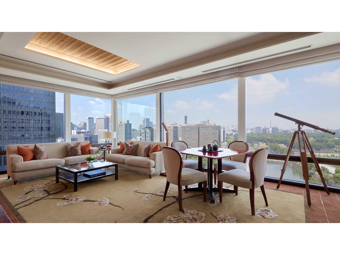 116平方メートルの広さを誇るデラックススイートは、ご家族でのご滞在にも最適なスイートルームです。