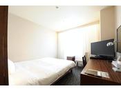 ダブルベッドのシングルルーム(18平米)【南館】4~8階 ベッド幅160cm。