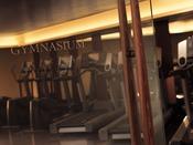 最新機器を揃えたフィットネスセンターでは、ご要望に応じてパーソナルトレーナーによるプライベートレッスンも可能です。