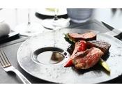 ホテル24階にあるステーキ&グリルPeterでは、最上級の食材をダイナミックにグリルしたステーキやシーフードをご堪能いただけます。