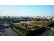 東京・丸の内、皇居外苑と日比谷公園の緑豊かな環境に立地しております。