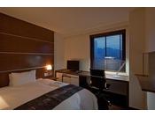 北館セミダブル140センチ幅ベッド