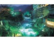 水上温泉随一の渓流と谷川岳の四季を望む事ができる宿。新緑、紅葉、雪景色と四季折々の絶景を望む事ができます。