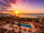 美しい夕陽に染まるカフーリゾート