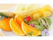 季節の旬のフルーツも盛りだくさん食べ放題!